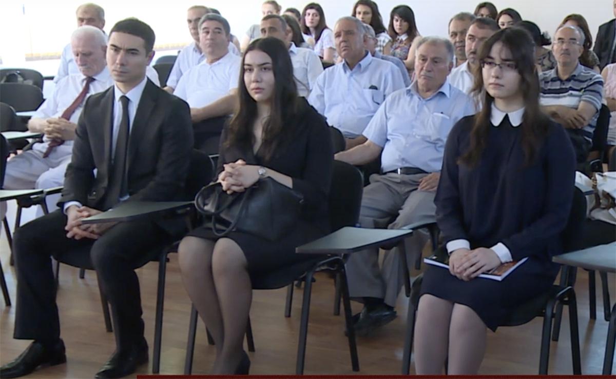 azerbaijanilaundromat / Suleyman-with-Daughters.jpg
