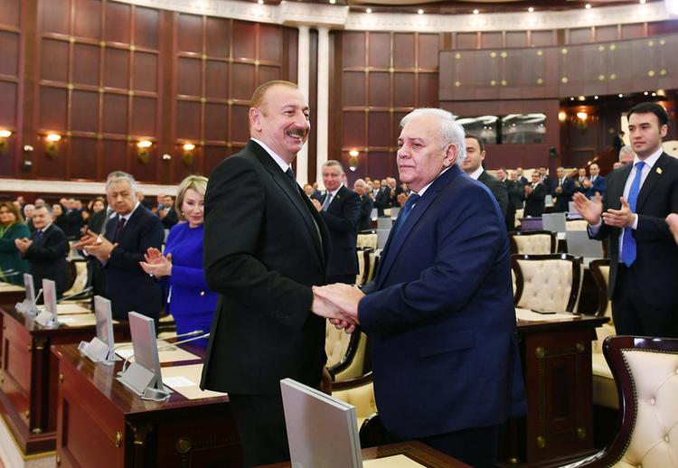 President Aliyev shakes hands with Oktay Asadov