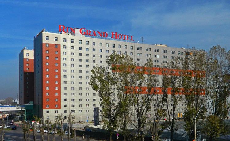Exteriorul hotelului RIN Grand