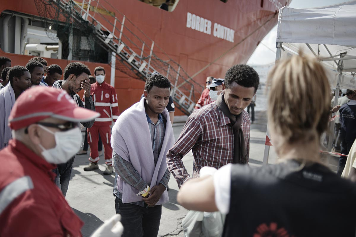 Asylum seekers, mostly from Eritrea, disembark in Palermo, Sicily (Photo: Valentino Bellini)