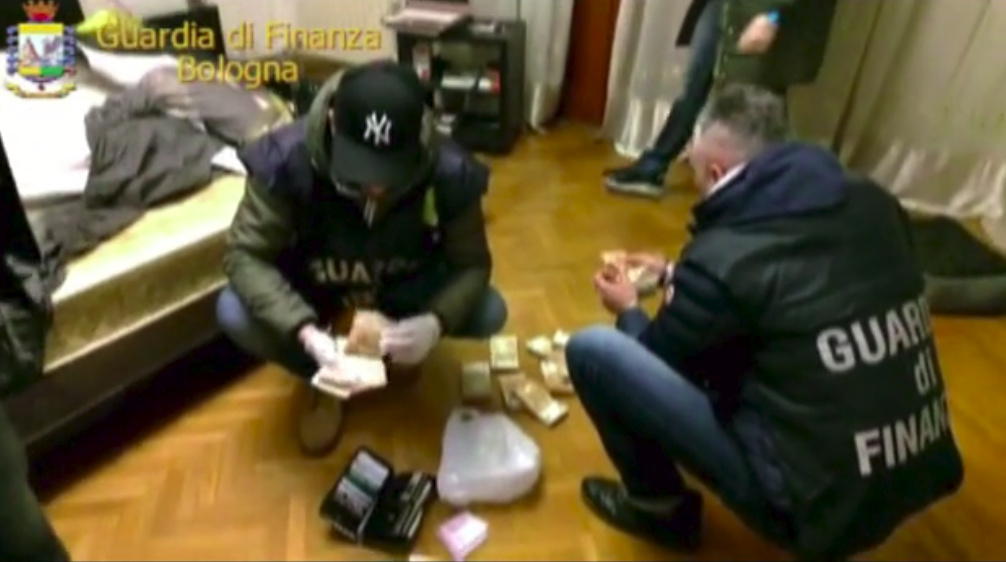 Italian Police count the money seized during Operation Philosopher's Stone (Guardia Di Finanza)