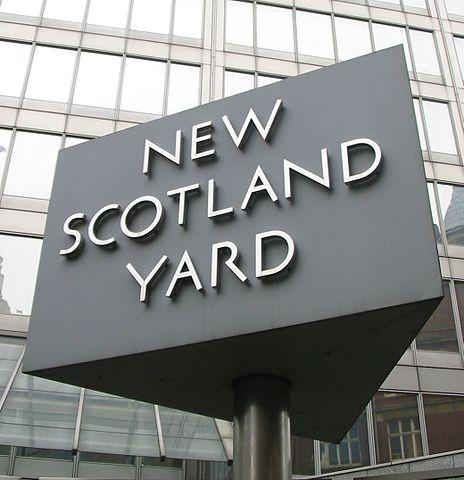 464px-New Scotland Yard sign 3