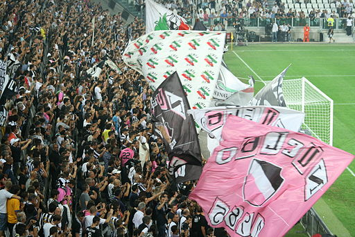 512px-Juventus supporters