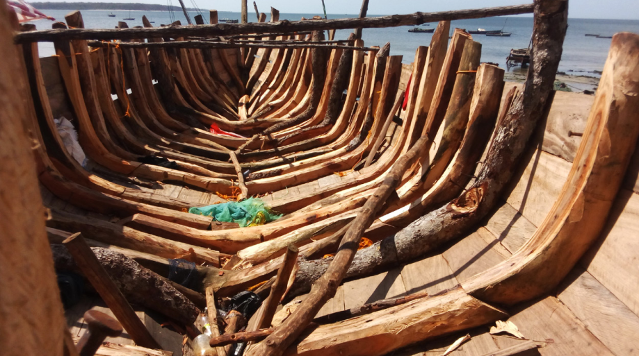 Artisanal boat made by fishermen in Nabobozi (Global Initiative)