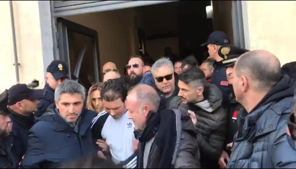 Police carry away Marco Di Lauro on Saturday (Credit: Polizia di Stato)