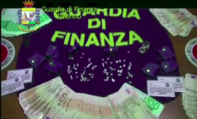 Jewelry and cash found by Palermo Police (From: Guardia di Finanza)