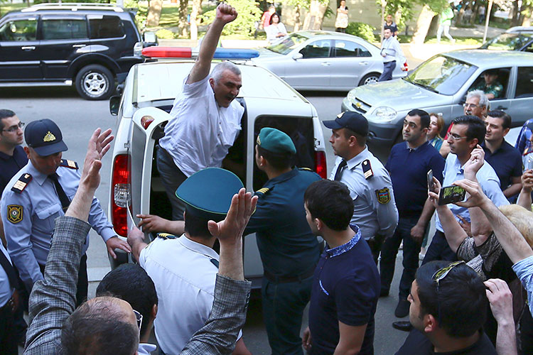 Azerbaijani journalist Afgan Mukhtarli is brought to court in Baku, Azerbaijan on May 31 after disappearing from Tbilisi, Georgia, where he lives. (Photo: Reuters/Aziz Karimov)