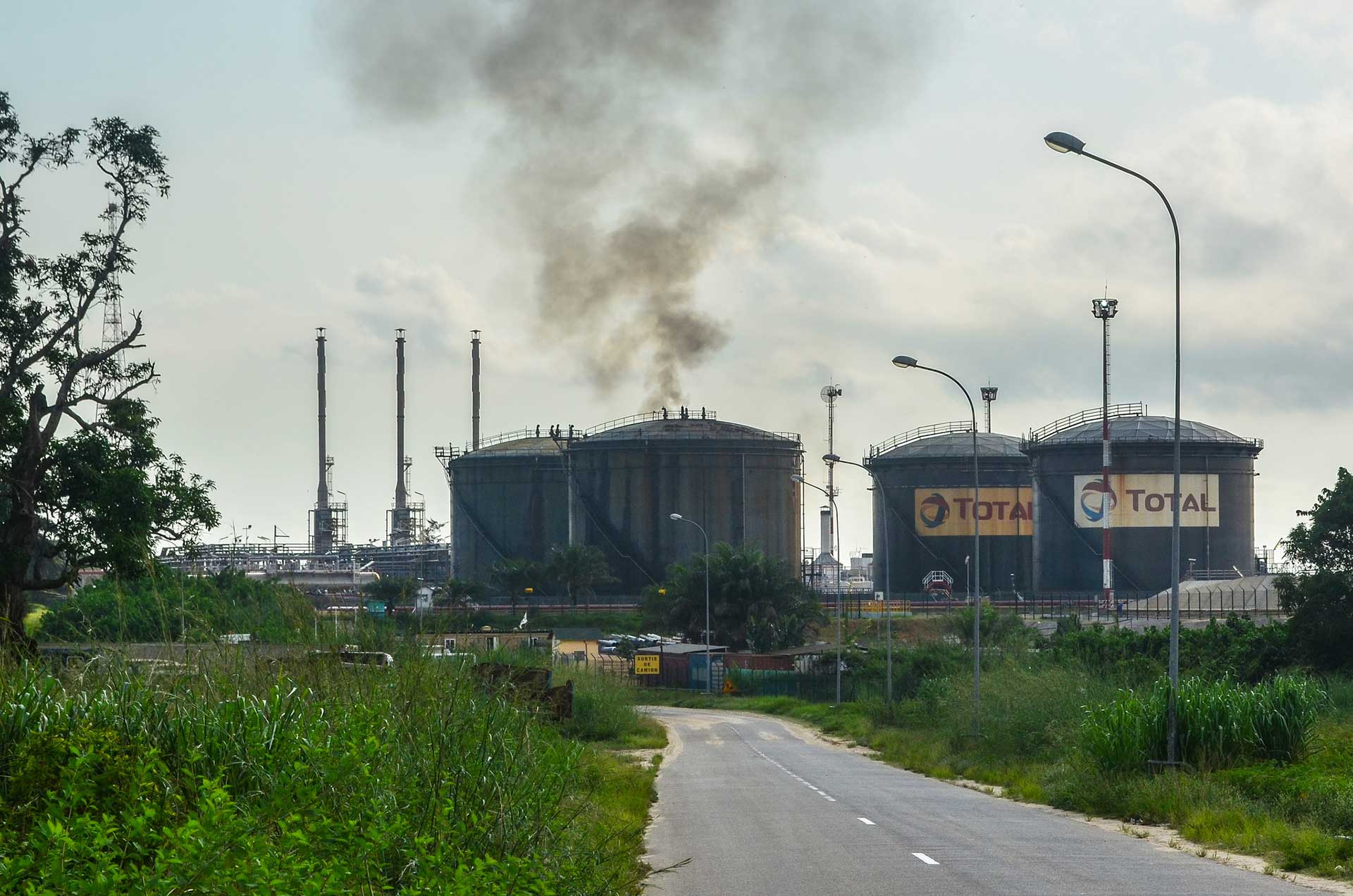 An oil refinery in Djeno, on Congo's Atlantic coast, 2014. Credit:  JB Dodane / Flickr