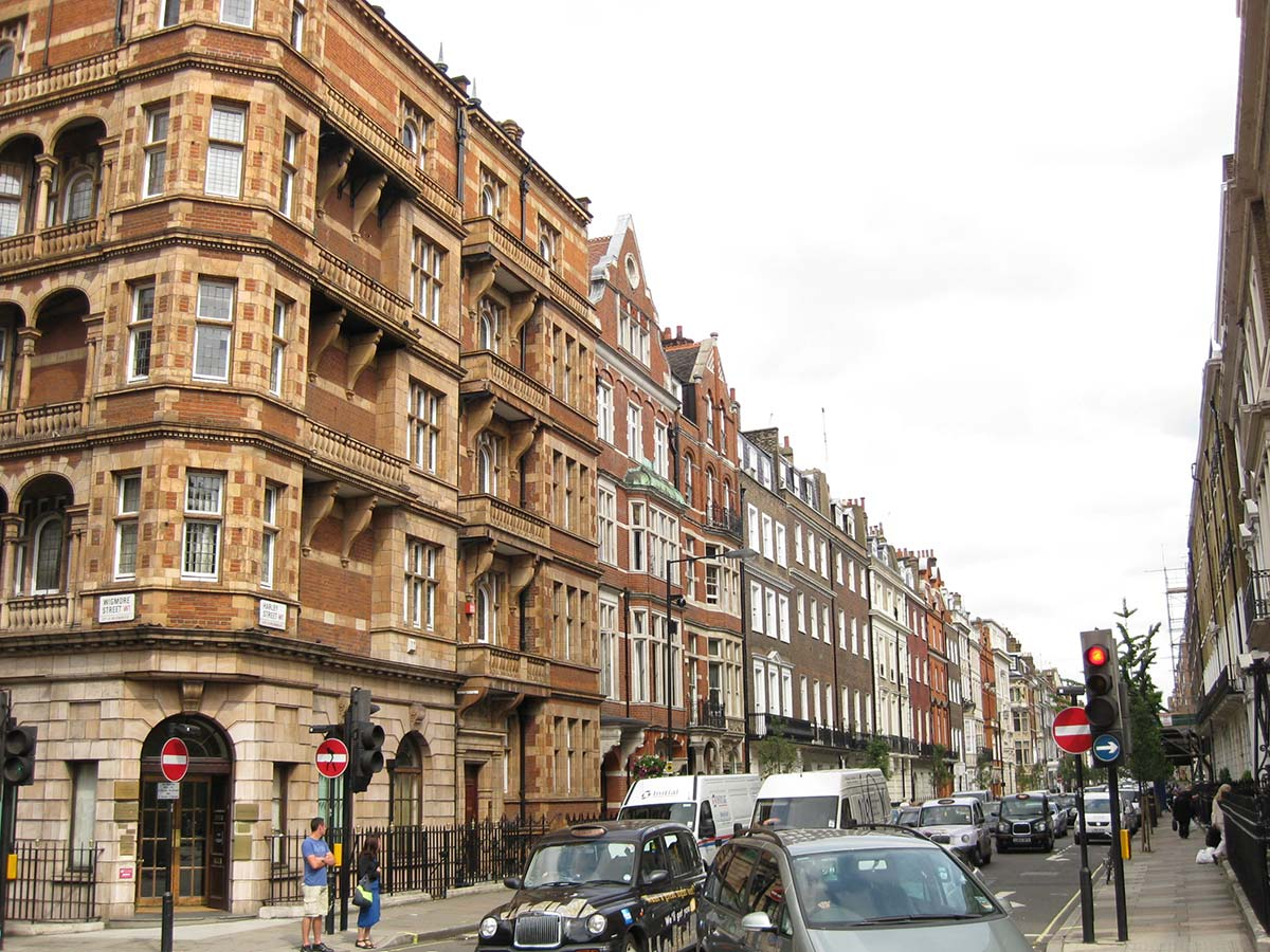 Harley Street, in the prestigious Marylebone neighborhood of London, where hundreds of companies are registered -0 including the Camorra's.(Photo: Chemical Engineer, CC BY-SA 3.0)