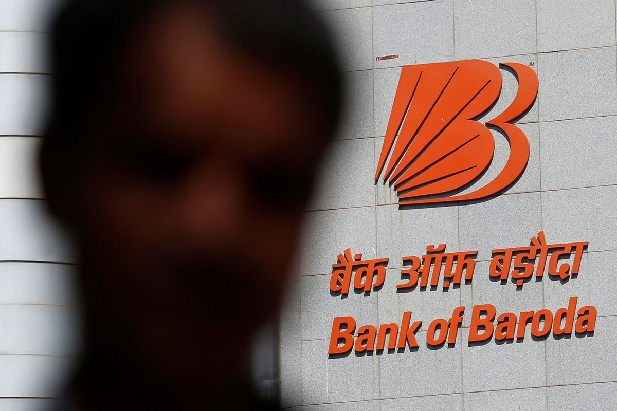A man walks past the Bank of Baroda's headquarters in Mumbai, India, May 3, 2016. Photo (c): Reuters/Danish Siddiqui. All rights reserved]