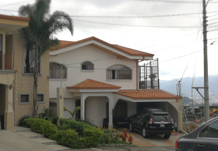 A house in Costa Rica belonging to Mihai Radulescu, a Romanian businessman who helped many of his fellow Romanians find refuge there. (Photo: Semanario Universidad)