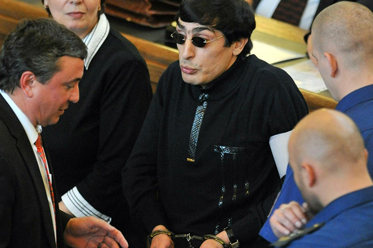 Andranik Soghoyan, in black shirt, attempts to gesture despite handcuffs during his Prague trial. (Czech Press Agency photo)
