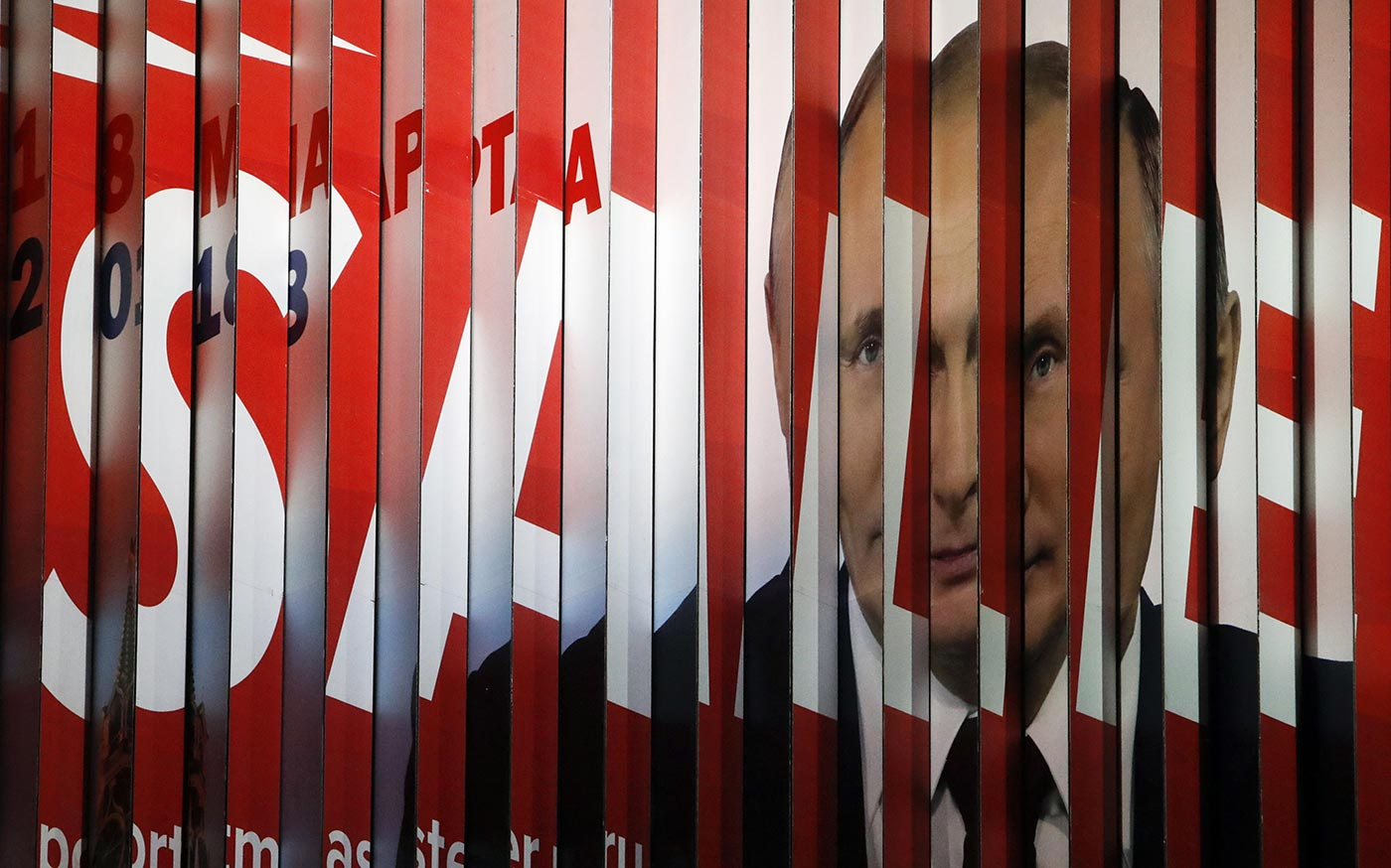 A multi-sided transformable board, which advertises the campaign of Vladimir Putin ahead of the upcoming presidential election,  on display in a street in Moscow, January 2018. Photo (c): REUTERS/Sergei Karpukhin