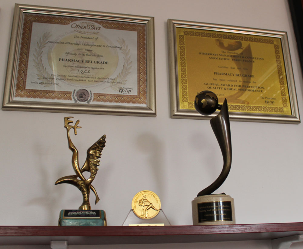 Pharmacy-Belgrade-awards-from-GTLC-and-OMAC-in-directors-office