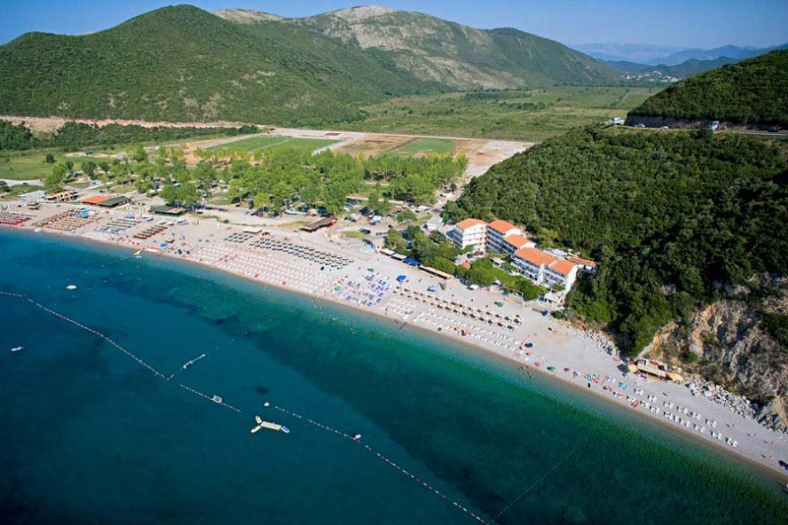 Svetozar Marovic is the owner of valuable land at Jaz, an area near one of the most famous beaches in Montenegro. He is also entitled to an unspecified share of nearly 817,000 square meters in the adjacent Mrcevo Field.